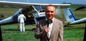 Le regretté Michel Piccoli interprète avec gourmandise l'odieux présentateur télé Frédéric Mallaire.