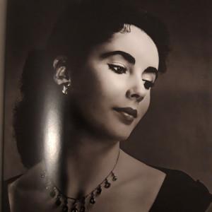 La sublime actrice Elizabeth Rosemond Taylor photographiée en 1942 par C. S. Bull.