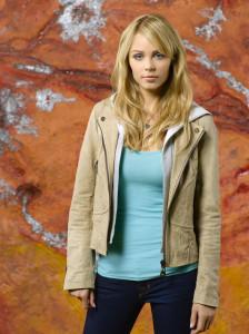 La délicieuse actrice Laura Vandervoort incarne Rose, une aide-couturière timide.