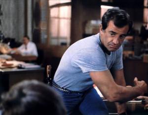 La scène mythique de la répétition d'un interrogatoire au commissariat de police, orchestrée par un Jean-Paul Belmondo en grande forme.