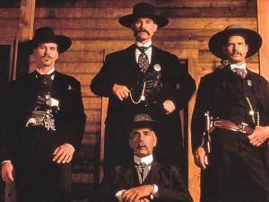 Les solides interprètes masculins de ce très beau western au classicisme parfaitement assumé : Val Kilmer, Kurt Russell, Bill Paxton et Sam Elliott.
